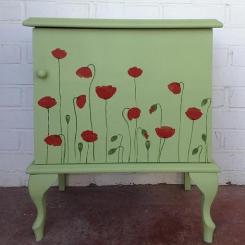 mesilla amapolas florecitas pintada a mano verde transformacion reciclaje restauracion muebles mobiliario vintage antiguedades decoracion interiorismo madrid toledo