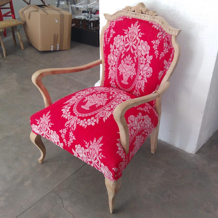 sillon butaca estilo frances color rojo tapizado vintage tela colchon antiguo madera haya lavada años 50 antiguo restaurado 3