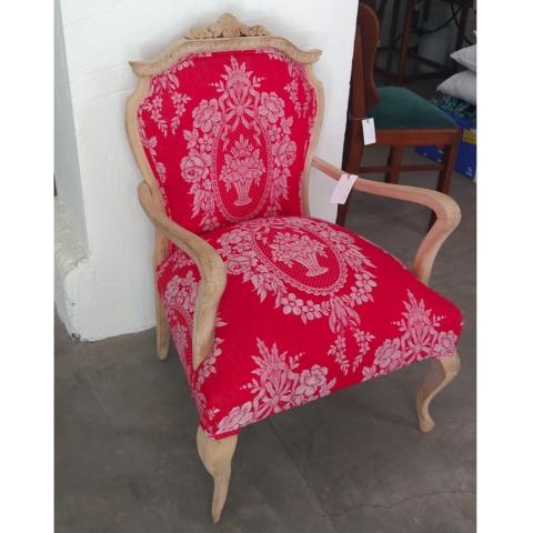 sillon butaca estilo frances color rojo coral tapizado vintage tela colchon antiguo madera haya lavada años 50 antiguo restaurado coral 2