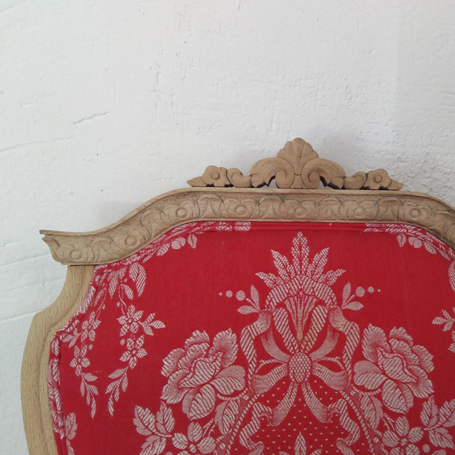 butaca estilo frances color rojo tapizado vintage tela colchon antiguo madera haya lavada años 50 antiguo restaurado tallada 4