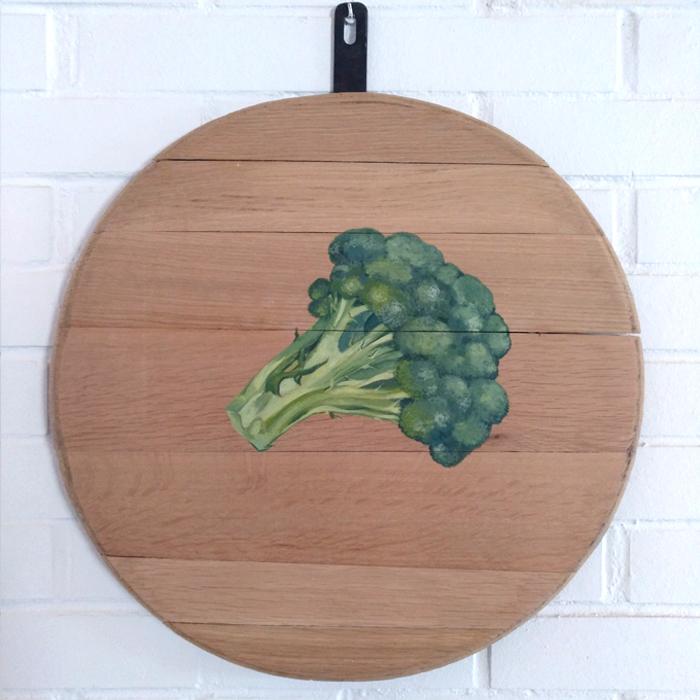 bodegon decoracion comedor cocina paredes cuadros arte brocoli verduras vegetales madera tabla roble decorar pintado mano artesanal