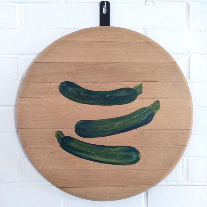 bodegon decoracion comedor cocina paredes cuadros arte calabacin calabacines verduras vegetales madera tabla roble decorar pintado mano artesanal