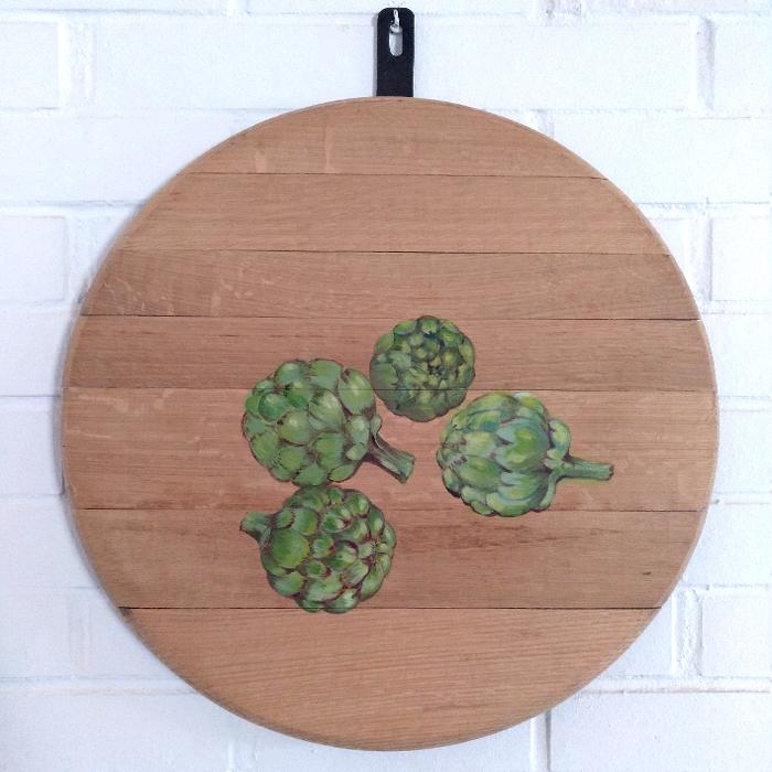bodegon decoracion comedor cocina paredes cuadros arte cebollas alcachofas verduras vegetales madera tabla roble decorar pintado mano artesanal