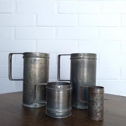 conjunto juego medidas antiguas jarras metal