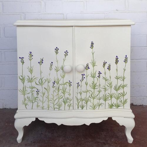 mesilla noche mesita lavandas pintada a mano transformacion reciclaje restauracion muebles mobiliario vintage antiguedades decoracion interiorismo madrid toledo