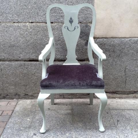 butaca gris terciopelo clasica transformacion reciclaje restauracion muebles mobiliario vintage antiguedades decoracion interiorismo madrid toledo