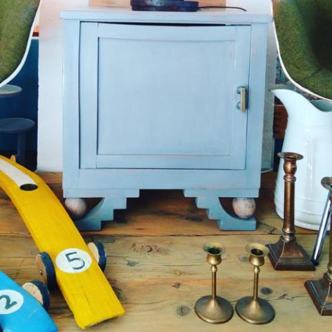 mesita deco vintage reciclada transformada decoracion tendencia decoracion toledo interiorismo restauracion reciclaje transformacion muebles personalizacion