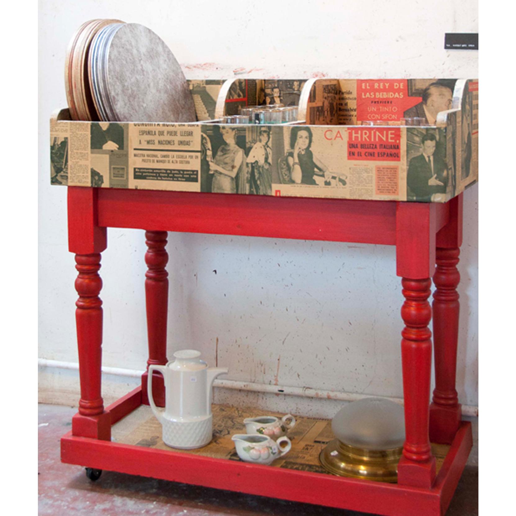 Mueble bar discos reciclado periodicos antiguos transformado
