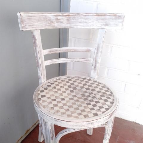 Silla thonet blanca desgastes original asiento damero natual eco vintage madera