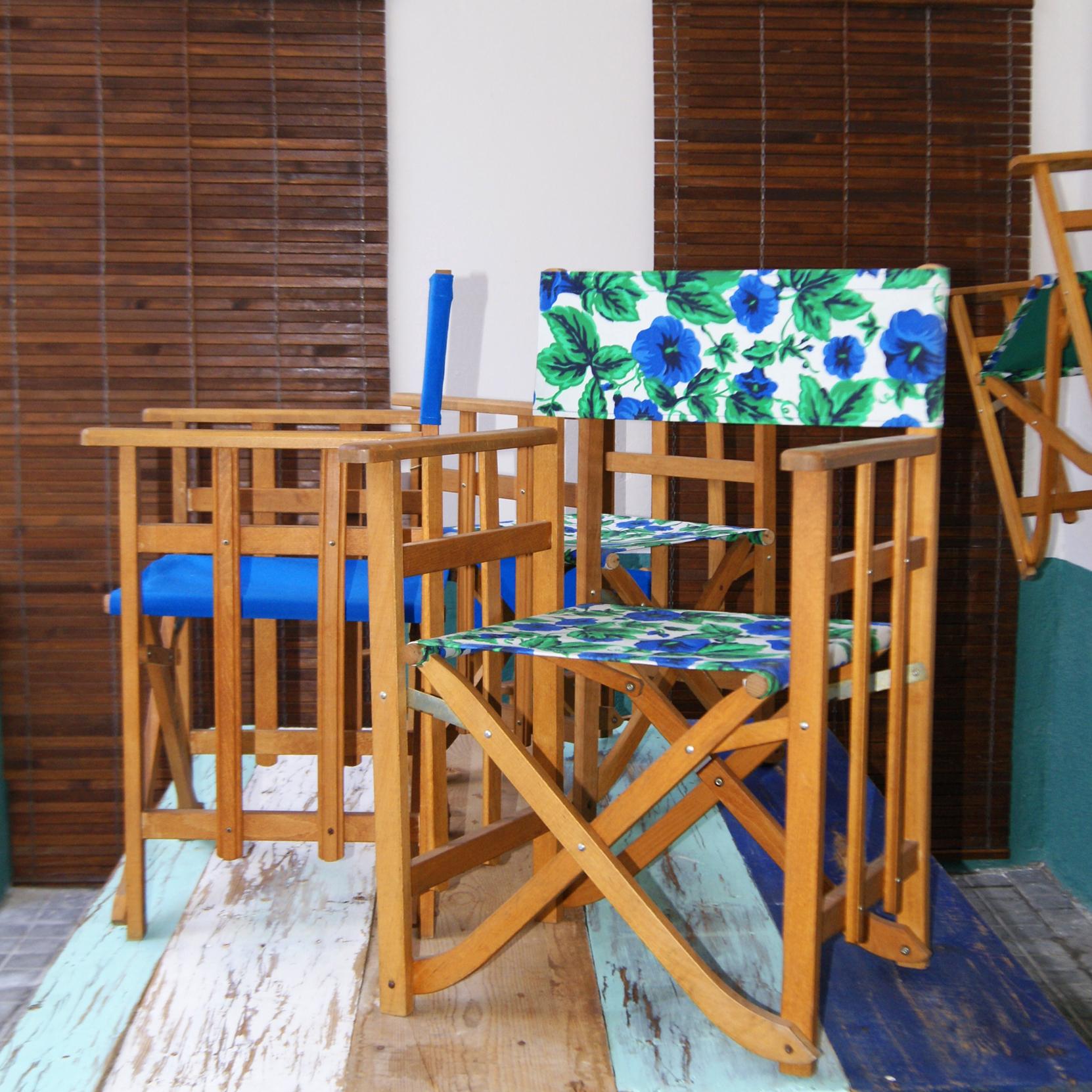 Sillas flores mesa madera antigua mediterraneo reciclada