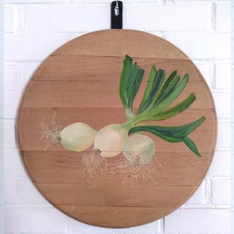 bodegon decoracion comedor cocina paredes cuadros arte cebollas cebolleta verduras vegetales madera tabla roble decorar pintado mano artesanal