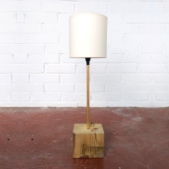 lampara pan oro dorada madera natural bloque sobremesa latondecoracion tendencia decoracion toledo interiorismo restauracion reciclaje transformacion muebles personalizacion