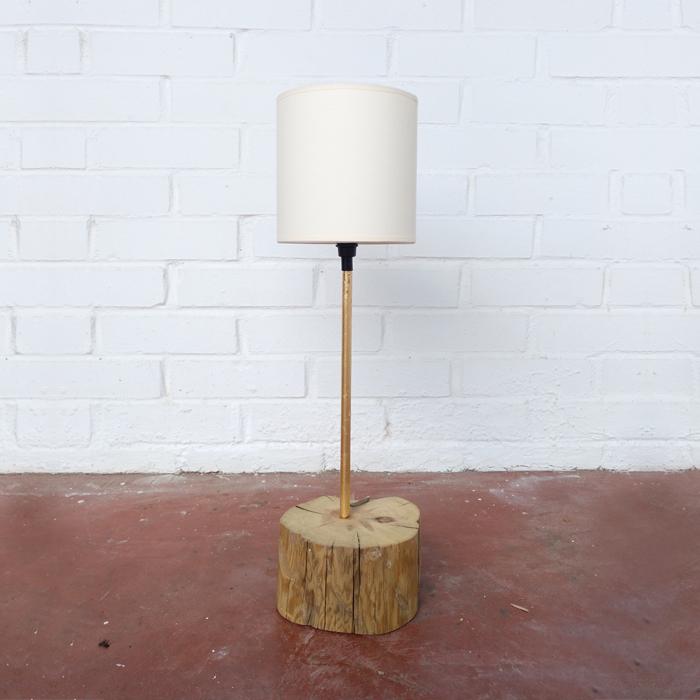 lampara pan oro dorada madera natural bloque sobremesa tronco madero decoracion tendencia decoracion toledo interiorismo restauracion reciclaje transformacion muebles personalizacion